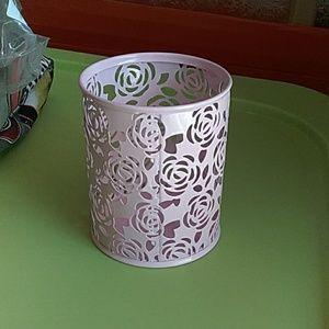 Pink Metal Rose Design Round Cup